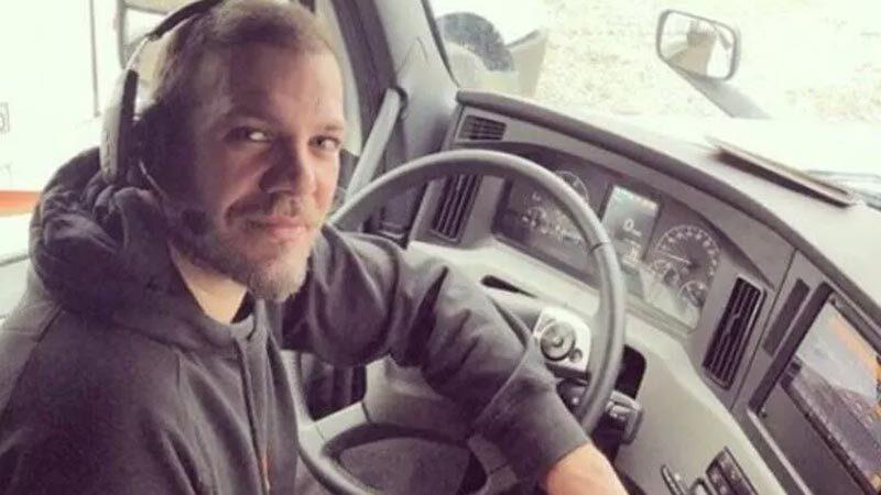 Tolga Karel kendisiyle 'kamyoncu' diyerek dalga geçen takipçisine öyle bir yanıt verdi ki…