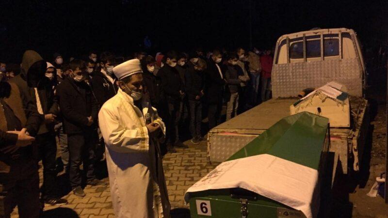 Bursa'da kaza kurbanı iki genç gözyaşları arasında toprağa verildi