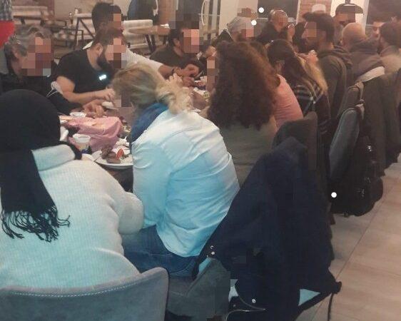Koronavirüs tedbirlerine uymadılar…Toplu yemeğe ceza yağdı