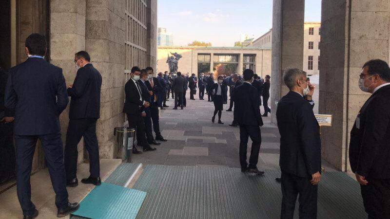 Meclis'te korona alarmı! Salon boşaltıldı…