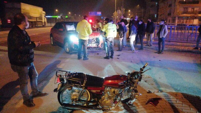 Bursa'da motosiklet ile otomobil kafa kafaya çarpıştı: 1 ağır yaralı