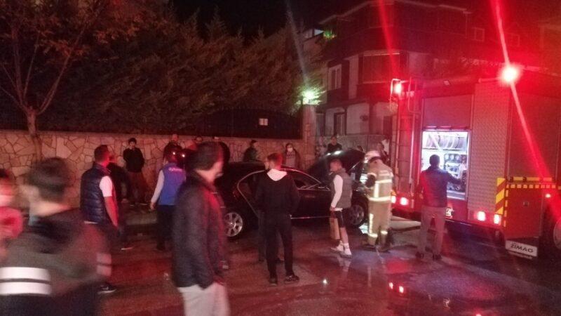 Bursa'da park halindeki otomobil alev aldı