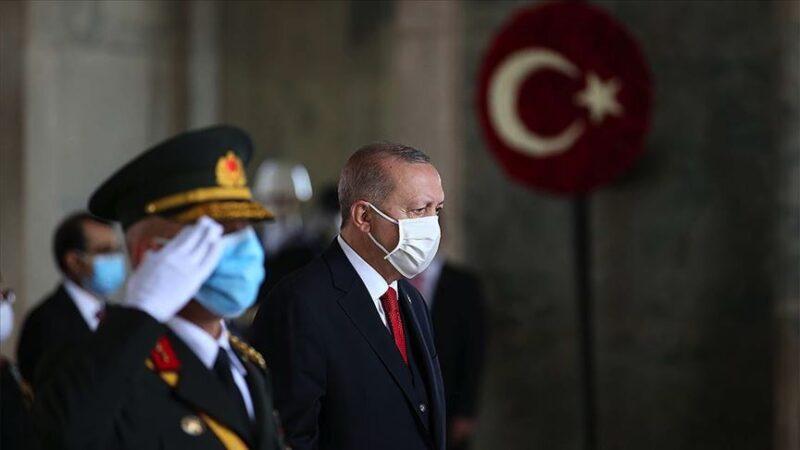 Devletin zirvesi Anıtkabir'de! Cumhurbaşkanı Erdoğan'dan anlamlı mesaj