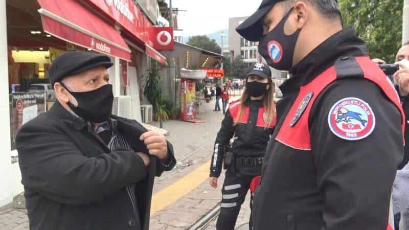 Bursa'da yasak saati dışarı çıktı, polis konuşmasıyla herkesi şaşırttı