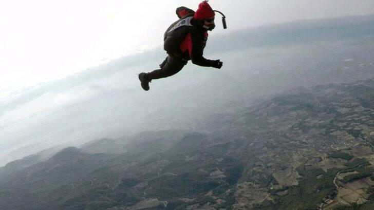 Hayko Cepkin Pamukkale'de balondan paraşütle atladı