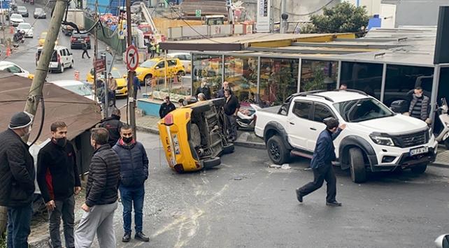 Takla atan taksi metrelerce sürüklendi