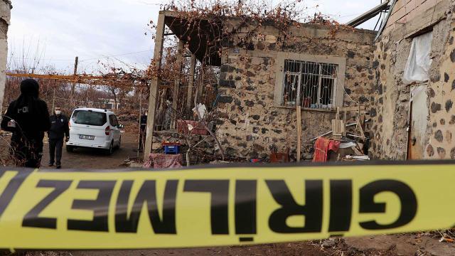 İki kardeş evde ölü bulundu