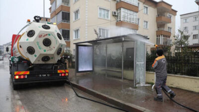 Otobüs durakları dezenfekte ediliyor