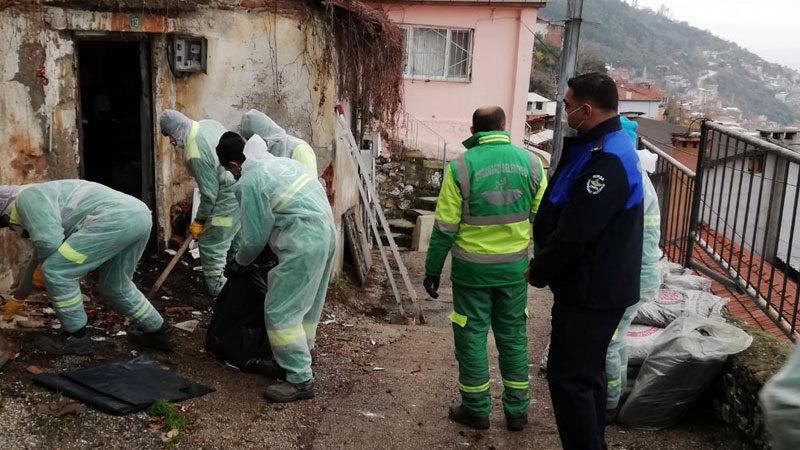 Yer: Bursa… Boş evden 1 kamyon çöp çıktı