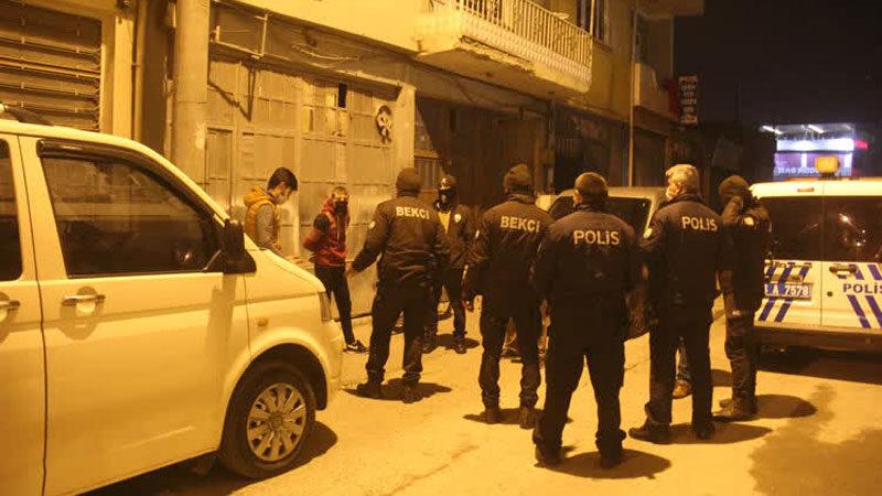 Bursa'da kısıtlamanın bitimine dakikalar kala sokağa çıkınca…