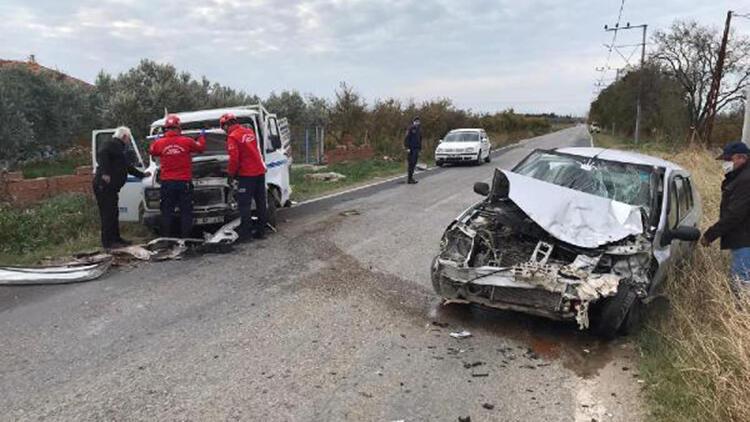 Burhaniye'de trafik kazası; 4 yaralı