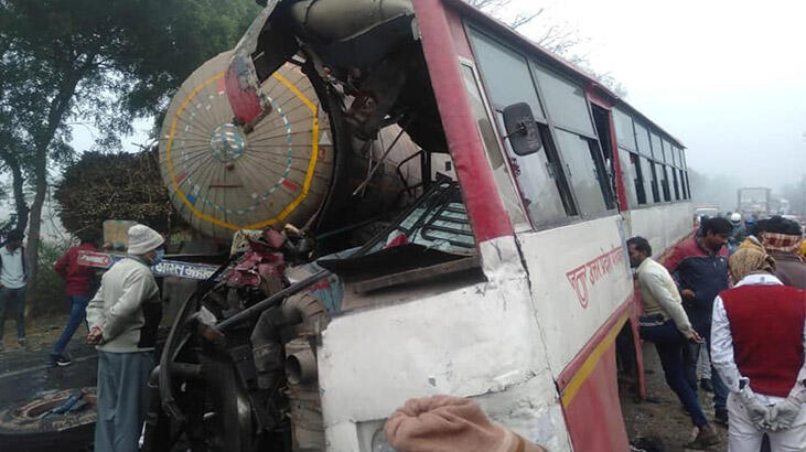 Tanker, yolcu otobüs ile çarpıştı: 7 ölü, 25 yaralı
