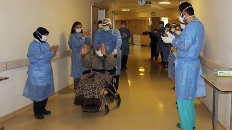 113 yaşında koronavirüsü yendi, alkışlarla taburcu edildi