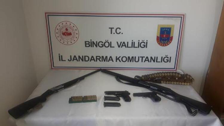 Bingöl'de bir evde silah ve mühimmat ele geçti
