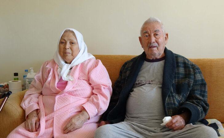 Biri 92 diğeri 82 yaşındaki çift, koronavirüsü yendi