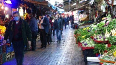 Kısıtlama öncesi Bursa pazarlarında yoğunluk! 'Dokuz hastalığım var ama mecburum'