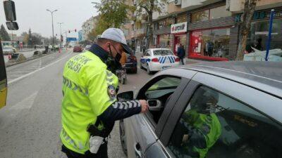 Bursa'da yayalara yol vermeyen 40 sürücüye ceza