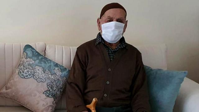 96 yaşındaki Hayri dede koronavirüsü yendi
