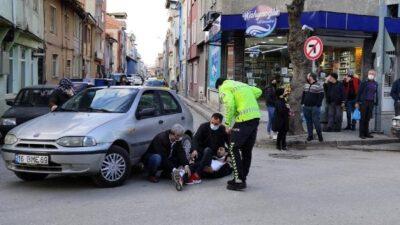 Bursa'da otomobil yayaya çarptı, meraklılar izledi