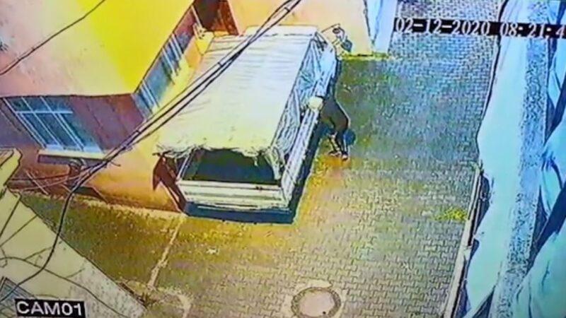 Bursa'daki muz hırsızı güvenlik kamerasına yakalandı