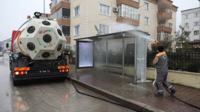 Otobüs durakları dezenfekte ddiliyor