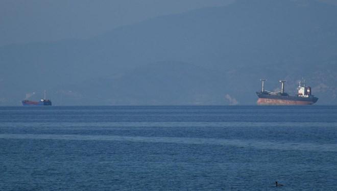 Kuşadası açıklarında kuru yük gemileri çarpıştı