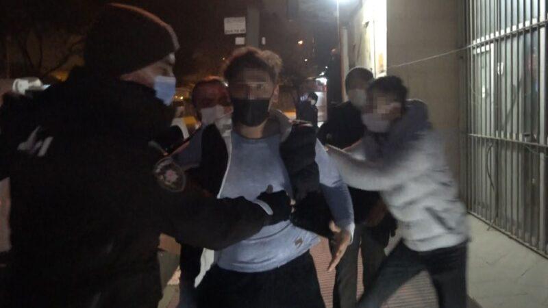 Bursa'da olaylı gece! 'Ben boksörüm' deyip gazetecinin burnunu kırdı