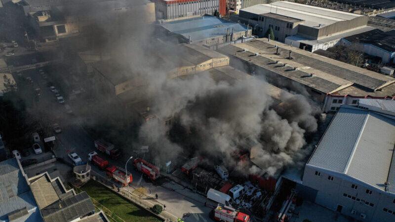 Bursa'da Organize Sanayi Bölgesi'nde depoda yangın