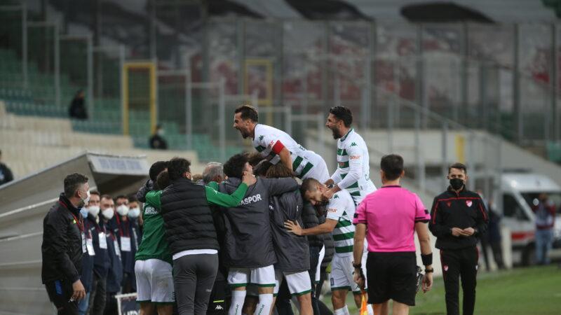 Lige mola sırada kupa var… Timsah İzmir'de tur peşinde…