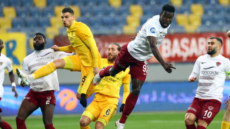Başkent ekibi Süper Lige tutundu! Erteleme maçında…