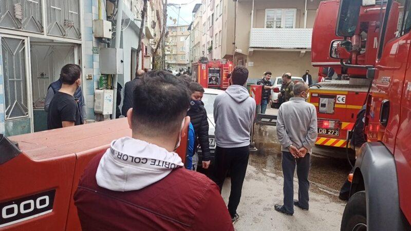 Bursa'da yangını gören mahalleli sokağa döküldü