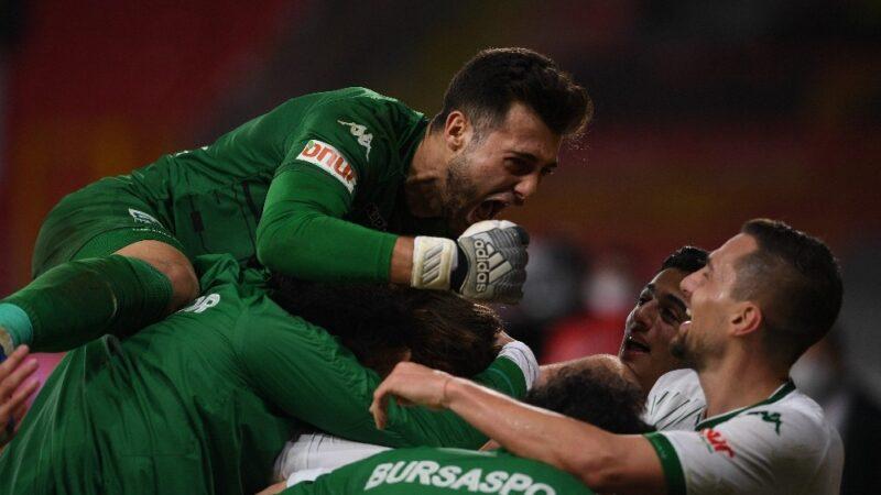 Bursaspor'da sezon sonu 8 futbolcunun sözleşmesi sona eriyor