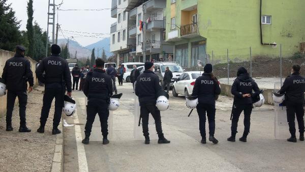 Bursa'da yıkım gerginliği! Polis ve belediye ekiplerine saldırdılar