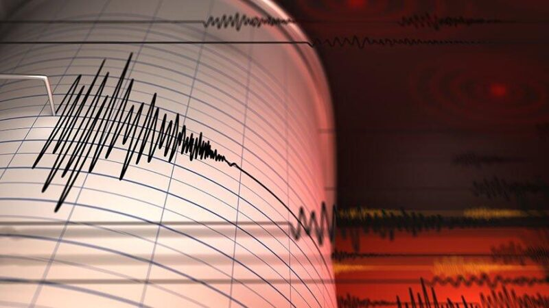 Ege'de deprem! İzmir'de hissedildi