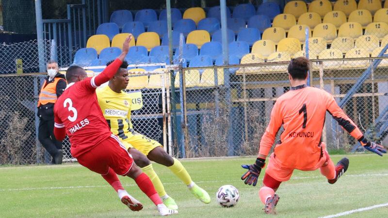 1.Lig'de erteleme maçı! İzmir ekibi son dakika penaltısıyla…