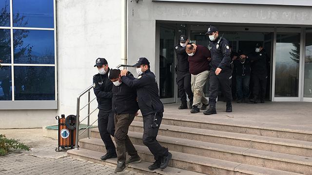Uygulama noktasında polislere saldıran 4 kişi gözaltına alındı
