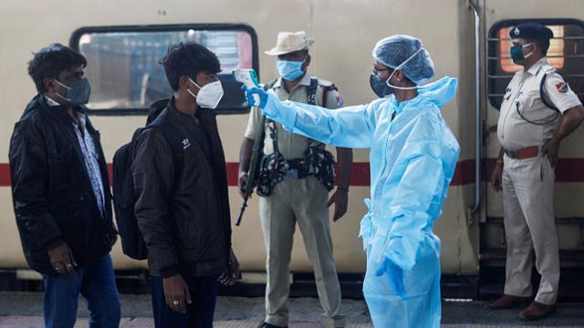 Hindistan'da 338 kişi daha koronavirüsten öldü