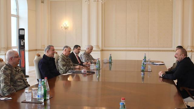 Bakan Akar ve TSK komuta kademesi Aliyev ile görüştü