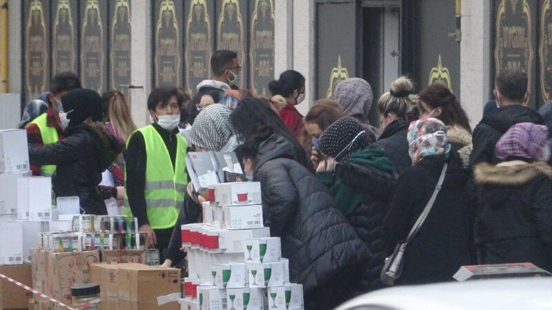 Bursa'da indirim koronavirüsü unutturdu