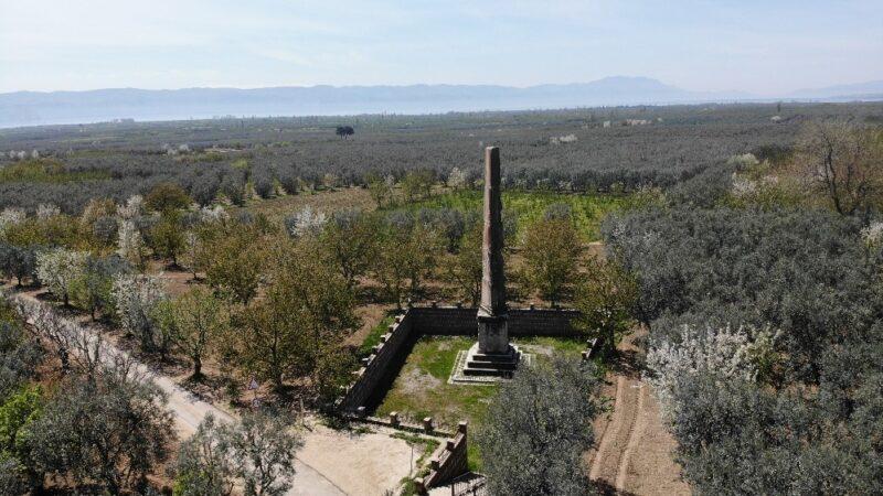 Bursa'da şeftali bahçelerinin tam ortasında! 2 bin yıldır ayakta duruyor…