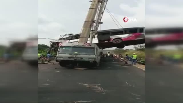 Ülkede katliam gibi kaza: 40 ölü 18 yaralı