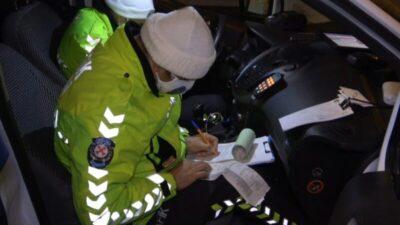 Bursa'da kısıtlamaya rağmen gezdiler, uyuşturucu maddeyle yakalandılar