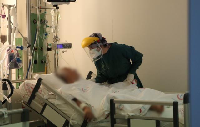 Korona hastasının isteği sağlık çalışanını ağlattı