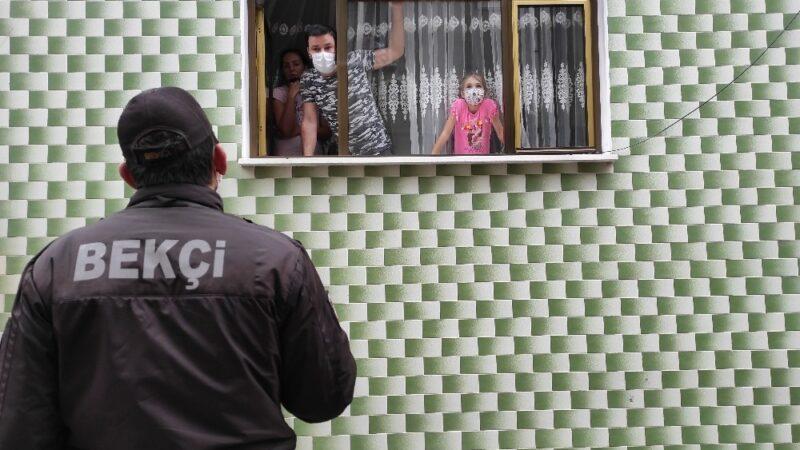 Koronavirüs dedektifleri…Çat kapı dolaşıp karantina kaçaklarını aradılar