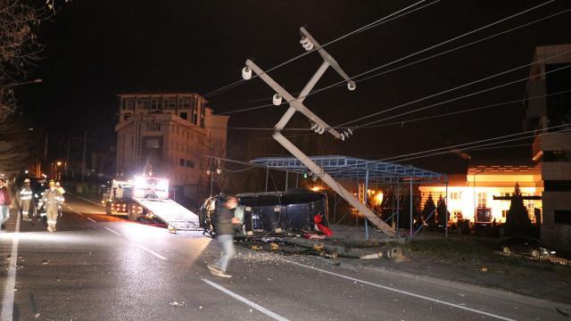 Alkollü sürücü 10 mahalleyi elektriksiz bıraktı