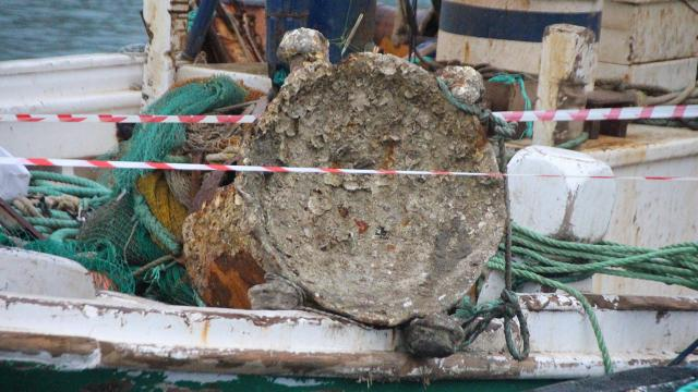 Balıkçıların ağına takılan cisim ekipleri harekete geçirdi