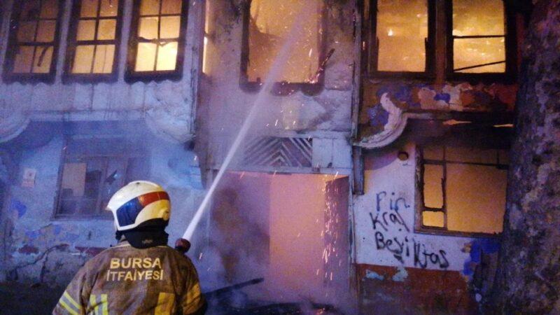Bursa'da korkutan yangın! Mahalleli sokağa döküldü…