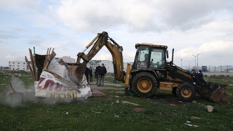 Bursa'da milyonluk arazideki gecekondu kümesler polis eşliğinde yıkıldı