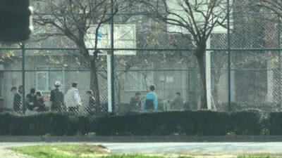 Bursa'da kısıtlamayı deldiler, maç yapıp oyunlar oynadılar