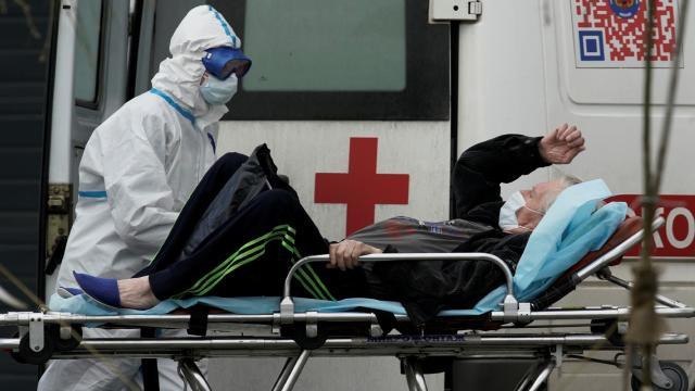 Rusya'da günlük vaka ve ölümlerde rekor artış